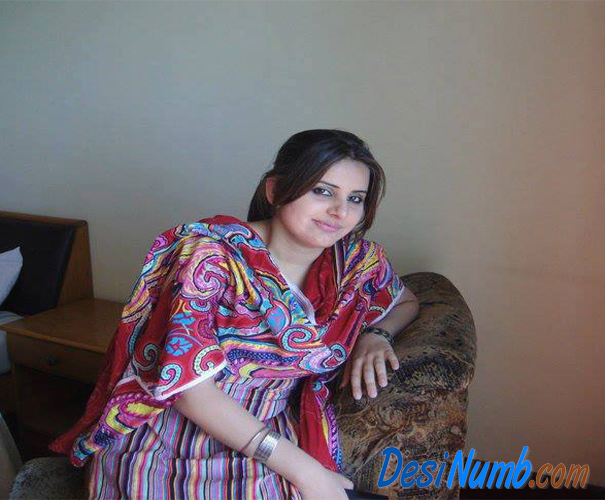 Pakistani Faisalabad Girl Madeeha Chatha Mobile Number