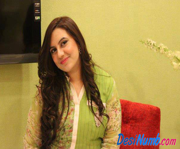 Pakistani Karachi Aunty Ghazala Wallpapers Collection 2013